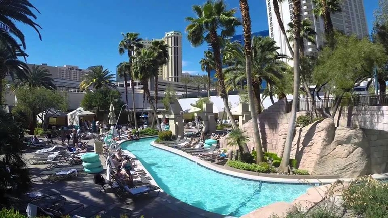 Lazy river MGM Pool