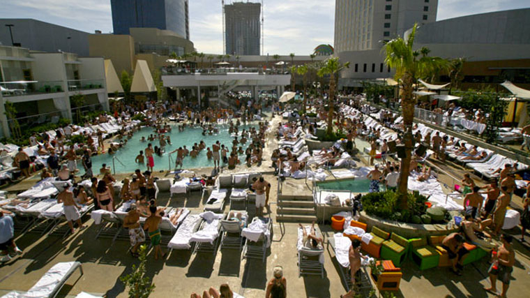 Palms Pool and Dayclub 4